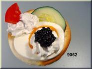 Kräcker  mit Kaviar-Ei