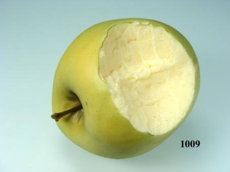 grüner Apfel angebissen