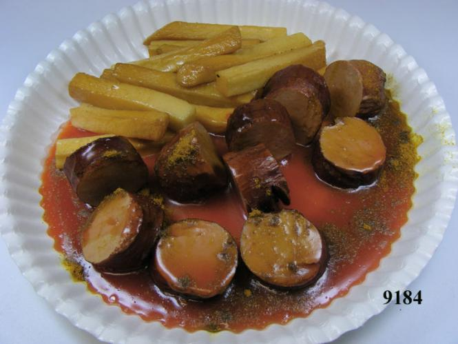 Curry sausage cut red with chips