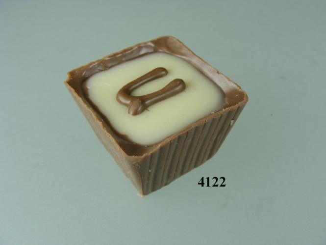 attrappen d ring gmbh pralinen becher vpe 3 st ck. Black Bedroom Furniture Sets. Home Design Ideas