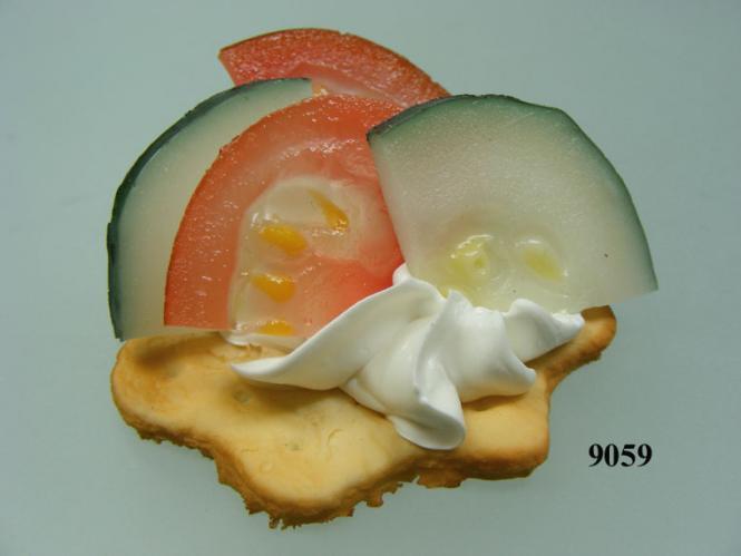 Kräcker  mit Gurke/Tomate