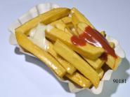 Pommes-Frites m. Ketchup u. Mayonnaise